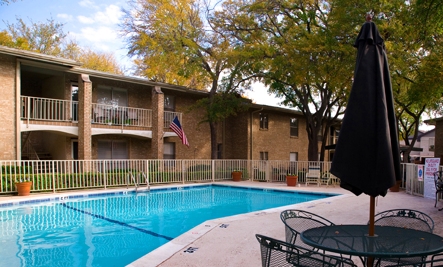 Meadowstone Place Senior Housing Apartment Pool Area Apartment In Dallas