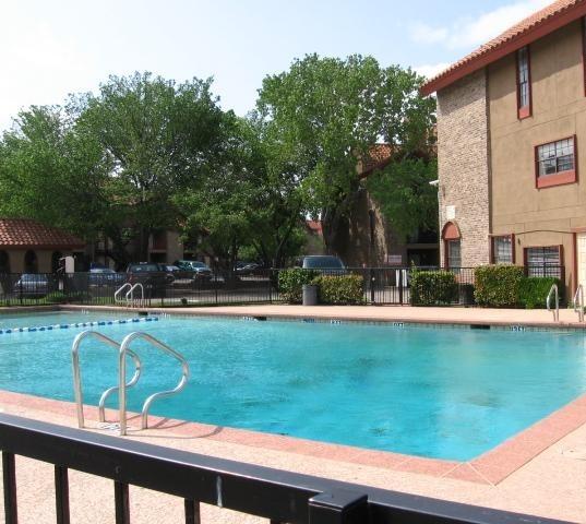 Santa Fe Apartment Pool View Apartment In Dallas