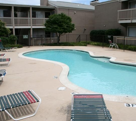 Celery stalk apartment pool view apartment in dallas for Affordable pools dfw