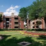 Lincoln Crossing Apartment Garden