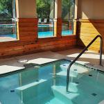 Sunset Oaks Apartment Hot Tub