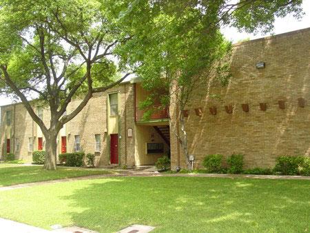 Villas at Monterey Apartment Garden - Apartment In Dallas